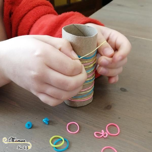 Activité enfants - Motricité fine et logique avec des élastiques Loom - Récup' - Enfiler des élastiques et algorithme - les emmeler et les démêler - Patience et persévérance - Couleurs - mslf
