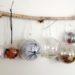 activité enfants - mobile fait maison de boules entre halloween et noël - suspension - décorations de sapin - mslf
