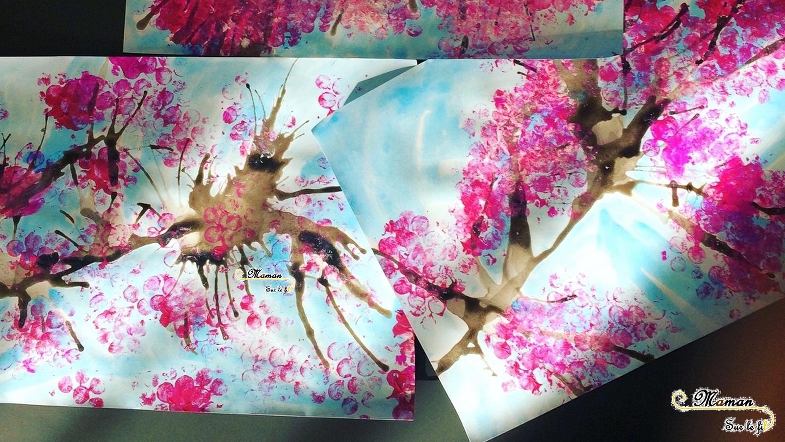 une branche de cerisier japonais