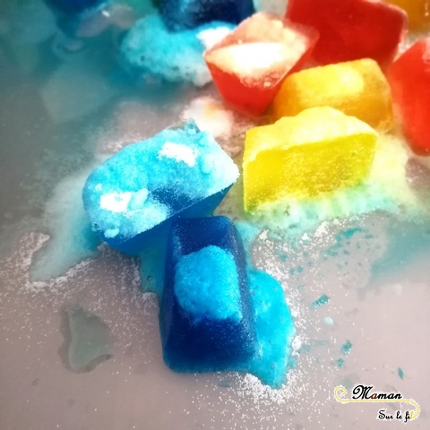 Expérience moussante - Mélange Bicarbonate et vinaigre blanc - Glaçons mousseux - sciences et sensoriel - activités enfants - mslf