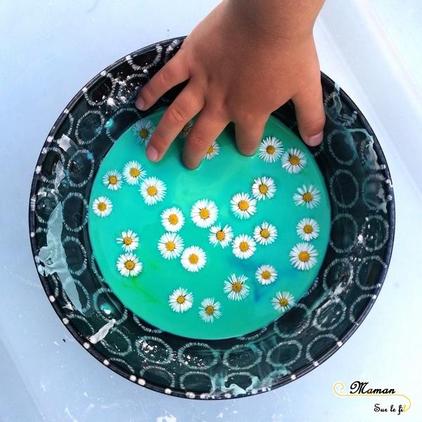 Activité enfants - pâte à patouille printanière - eau maizena fleurs - expérience sensorielle - toucher - fluide non newtonien - liquide solide - mslf