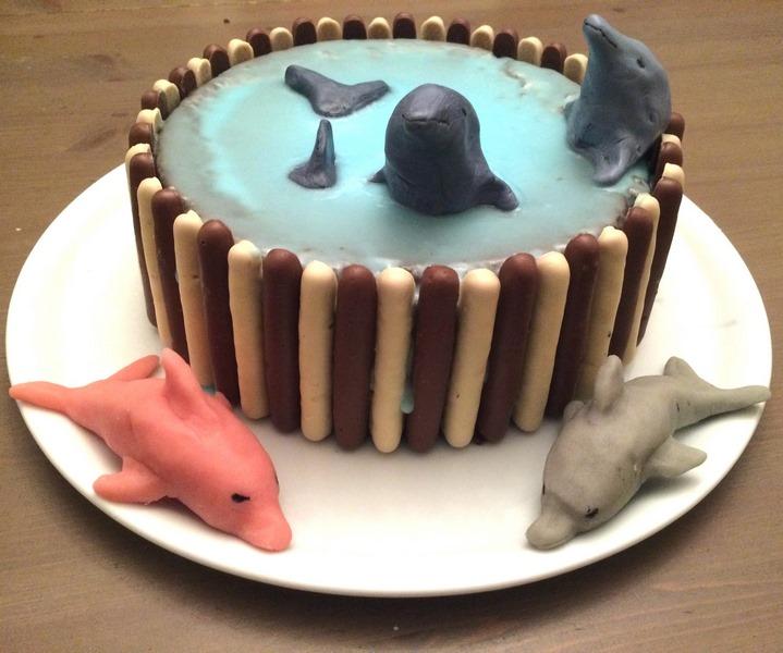 Gâteaux Eté et plage - idée anniversaire enfants - Poisson, Zig et Sharko - Reine des neiges et Olaf, Dauphins, Mer, Océan, Tropiques - dessin animé - pâte à sucre, glaçage - cake design - mslf