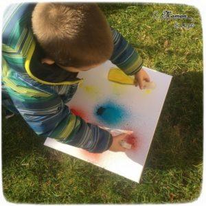 Activité créative extérieure enfants - technique de peinture rigolote - Peinture avec un vaporisateur, peindre avec un spray - Arts visuels - jardin et couleurs - maternelle - mslf