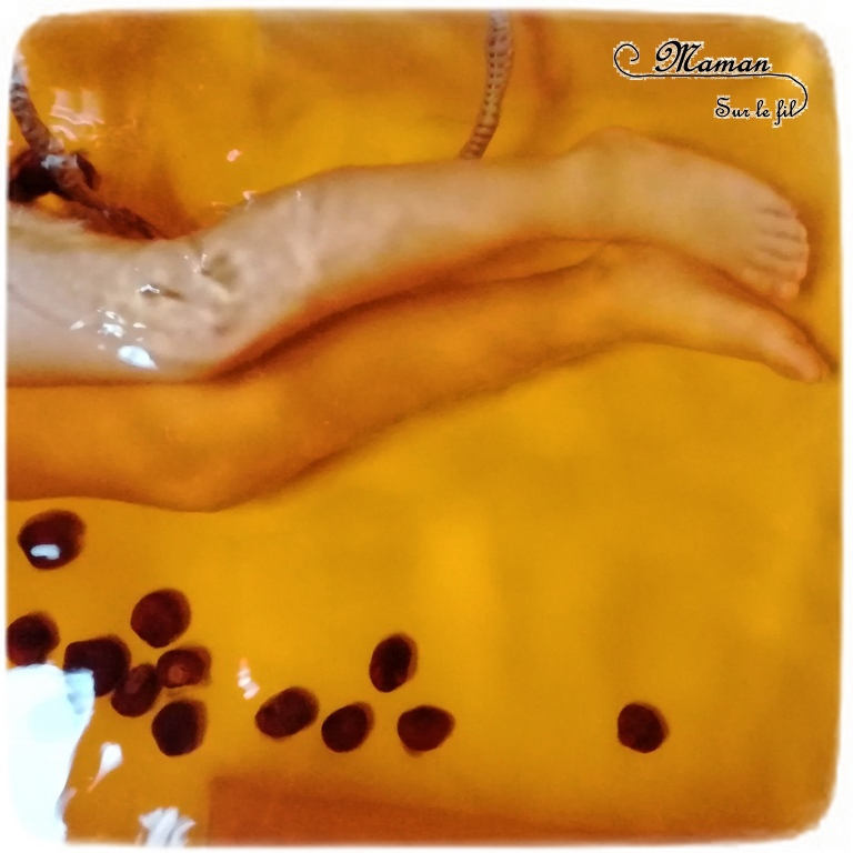 Activité enfants - bain sensoriel sur le thème de l'automne -coloré en orange et avec des marrons - imagination, jeux, motricite fine - mslf