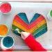 Activité créative enfants - Poncho mexicain en carton et riz coloré - Colore le poncho en transvasant le riz coloré dans les bandes - motricité fine, transvasement et créativité - Amérique du Sud et Mexique - Découverte d'un pays - Espace et géographie - bricolage et sensoriel - arts visuels et atelier maternelle et Cycle 2 - Eté - mslf