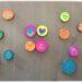 Activité créative enfants - Jeu DIY de mémoire et d'observation aux couleurs du Mexique - inspiré de la vaisselle colorée du mexique - Associe les dessins ou les couleurs - Jeu de mémory ou association au choix - Rondins de bois et peinture - dessins symboliques et typiques du pays - Amérique du Nord et Mexique - Découverte d'un pays - Espace et géographie - bricolage fait maison - arts visuels et atelier maternelle et Cycle 2 - Eté - mslf