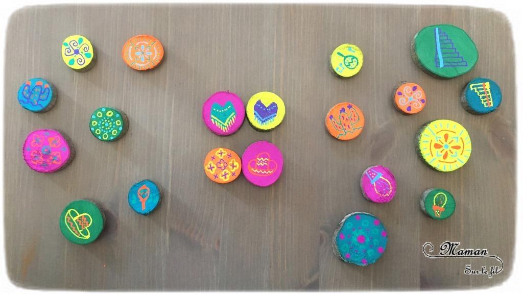Activité créative enfants - Jeu DIY de mémoire et d'observation aux couleurs du mexique - inspiré de la vaisselle colorée du mexique - Associe les dessins ou les couleurs - Jeu de mémory ou association au choix - Rondins de bois et peinture - dessins symboliques et typiques du pays - Amérique du Sud et Mexique - Découverte d'un pays - Espace et géographie - bricolage fait maison - arts visuels et atelier maternelle et Cycle 2 - Eté - mslf