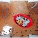 Activité enfants - bain sensoriel sur le thème de l'Afrique et du Kenya - Olfactif avec du chocolat en poudre et grains de café - Jeu, imagination, invitation à jouer avec animaux de la savane Playmobil et bateau - Mousse à la vanille - motricité fine avec passoire et épuisette - Découverte d'un pays - Géographie - mslf
