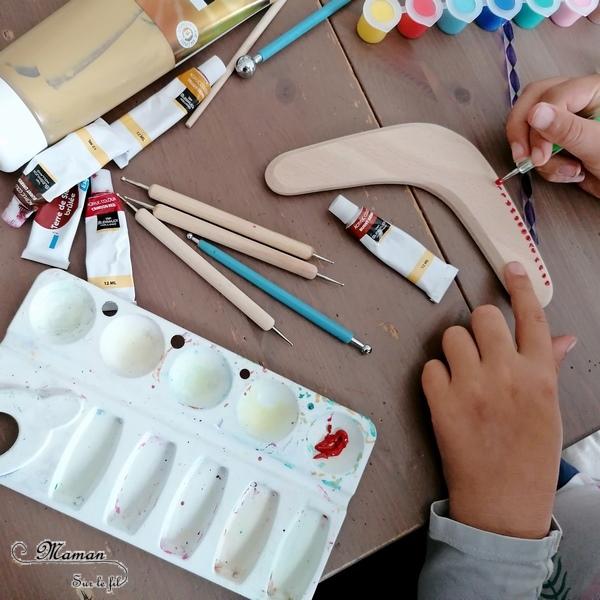 Activité créative et manuelle enfants - Décorer un boomerang en bois - Peinture façon aborigène - Peindre en pointillisme avec des couleurs chaudes - Kit Dots - Points et cercles - Créativité - Océanie et Australie - Découverte d'un pays - Espace et géographie - arts visuels et atelier maternelle , Cycle 1, 2 et 3 - Eté - mslf
