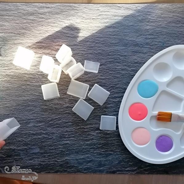 Activité créative et manuelle enfants - Maisons hollandaises en bord de canal en récup' - Reflet dans l'eau - Mini-bouteilles en plastiques et peinture - Bricolage DIY en 3D - Maquette fait maison - recyclage - Créativité - Europe - Pays-Bas, Hollande, Néerlandais - Amsterdam - Découverte d'un pays - Espace et géographie - arts visuels et atelier Cycle 1 ou 2 - Maternelle - mslf